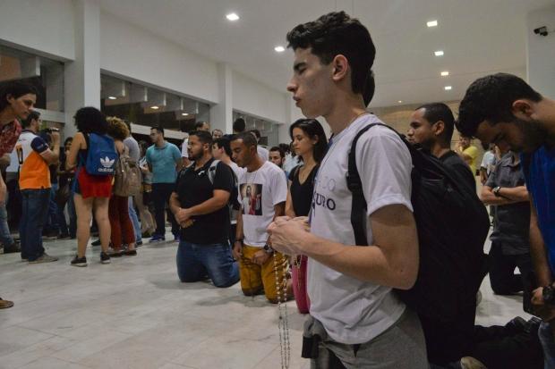 Manifestantes trocam provocações em exposição de Pedro Moraleida